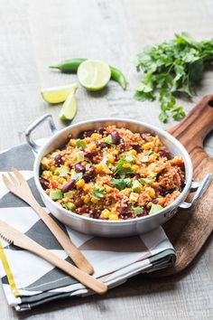One Pan Quinoa way Mexican - Delicious Food - OOOvb One Pan Meals, Quick Meals, Biryani, Cilantro, One Pan Mexican Quinoa, Clean Eating Recipes, Healthy Recipes, Green Diet, Batch Cooking