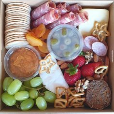 Our Small boxes are still available to order for Mother's Day!  Get in quick before we sell out!  #thatgrazinglife #grazingboxesmelbourne #melbournegrazingboxes #grazingboxes #grazingtablesandcheeseboards #grazingtablesmelbourne #mumsofmelbourne #melbournemums