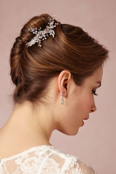 french twist wedding hairstyles - french twist wedding hairstyle with hair comb Medium Length Updo, Bridesmaid Hair Medium Length, Simple Bridesmaid Hair, Hairdo For Long Hair, Long Hair Cuts, Messy Hair, Big Hair, Easy Updo Hairstyles, Wedding Hairstyles