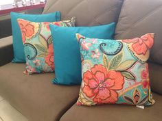 Quero comprar como faço Sewing Pillows, Diy Pillows, Sofa Pillows, Decorative Pillows, Throw Pillows, Turquoise Wall Colors, Pillow Crafts, Cushion Cover Designs, Simple Living Room