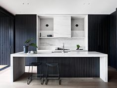 LOVE THIS KITCHEN! Mim Design worked through the interior design & planning process.Carefully curated interiors melding the architecture with interior detailing was paramount. Interior Modern, Kitchen Interior, New Kitchen, Interior Architecture, Interior Design, Interior Detailing, Australian Architecture, Scandinavian Interior, Design Kitchen