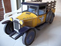 Ciroën C4 Ridelles Vintage Car Free Vehicle Paper Model Download