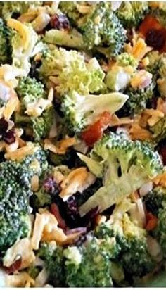 The best broccoli salad ever with dried cranberries – ! Top B …- The best b… Brocolli Salad, Easy Broccoli Salad, Broccoli Cauliflower Salad, Broccoli Salad Recipe Pioneer Woman, Broccoli Raisin Salad, Cranberry Salad, Cranberry Recipes, New Recipes, Vegetarian Recipes