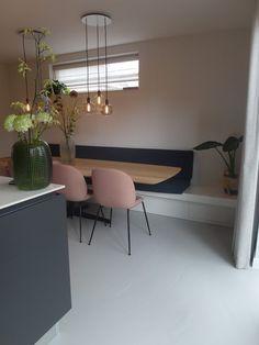 Kleine keuken dan een combi bank/stoel ipv losse grote tafel