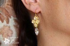 Boucles d'oreilles mariage fleurs pensées. Bridal pansy flower earrings.