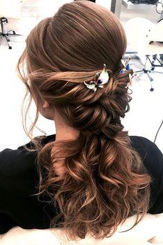 Beautiful wedding hairstyle inspiration #weddinghair #hairstyle #hairideas #bridalhair #halfuphalfdown #messyupdo #braids #braidupdo #braided #updohairstyles