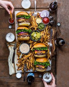 Nothing like a burger bash! - food art - food photography - food photo tips inspiration and ideas - better food photography - food picture composition Love Food, A Food, Food And Drink, Food Tips, Just Eat It, Snacks Für Party, Le Diner, Food Platters, Burger Recipes