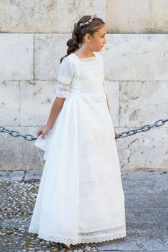 corona de flores niña First Communion Dresses, Baptism Dress, Nice Dresses, Girls Dresses, Première Communion, Heirloom Sewing, Bridesmaid Dresses, Wedding Dresses, Dress For You
