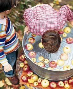 No fall party was complete without bobbing for apples. did this at my daughters birthday party which was on Halloween Halloween Party Games, Halloween Activities For Kids, Halloween Birthday, Halloween Fun, Party Activities, Family Halloween, Halloween Apples, Game Party, Kids Party Games