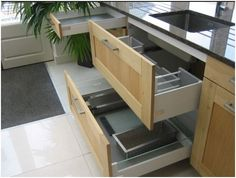 New This ExDisplay kitchen is from the AlnoSquare range by Alno The display consists of a
