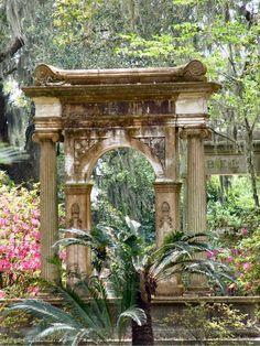 Bonaventure Cemetery - Savannah, GA - Savannah is one of the USA's most haunted towns.