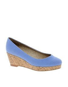 love the color of these wedges.