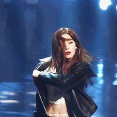 [enter-talk] RED VELVET SEULGI BITING HER LIPS WHEN SHE WAS DANCINGㄷㄷㄷㄷ ~ pann좋아! Park Sooyoung, Snsd, Kpop Girl Groups, Kpop Girls, Mamamoo, Gif Dance, Lip Biting, Girls Lips, Wendy Red Velvet