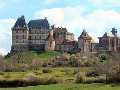 Le château de Biron est un château français situé sur la commune de Biron dans le département de la Dordogne en région Aquitaine.