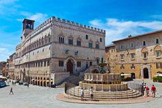 Palazzo dei Priori e la Fontana Maggiore – Perugia (PG) Palazzo, Louvre, Street View, Mansions, House Styles, Building, Trips, Travel, Mansion Houses