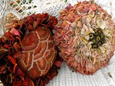 Flower Pillows PDF Patterns for rug hooking with prodding image 2 Rug Hooking Designs, Rug Hooking Patterns, Pdf Patterns, Proddy Rugs, Rag Rug Tutorial, Flower Tutorial, Hand Hooked Rugs, Flower Pillow, Penny Rugs