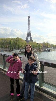 Passeio marcante para os filhos e emocionante para os pais. Torre Eiffel