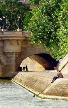 Paris, Banks of the Seine Fashionista @luvrumcake