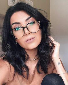 """11.2 mil curtidas, 127 comentários - Jessica (G) Flores (@jessicaflores) no Instagram: """"Tem vídeo novo no canal com essa maquiagem especial pra quem usa óculos ❤ Aliás, corram lá porque…"""""""