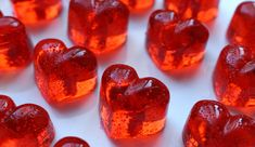 Recipe to make a delicious barley sugar to spoil your loved ones for Valentine's Day or for other occasions. rnrnSource by Easy Meals For Kids, Kids Meals, Bonbon Fruit, Barley Sugar, Celebration Day, Saint Valentine, Valentines, Candy Making, Food Gifts