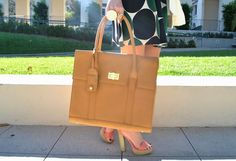 The women's briefcase never looked so chic! Perfect for any business outfit or just going to get drinks with your gals! Only $198.00! #GRACESHIP #laptopbags #computerbag