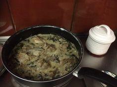Κοτόπουλο φρικασέ…από την Αλεξάνδρα Σουλαδάκη http://www.donna.gr/17215/kotopoulo-frikaseapo-tin-alexandra-souladaki/  Μιας και πλησιάζει η Κυριακή και το Κυριακάτικο φαγητό πάντα ήταν και γιορτινό, αφού σοφά οι άνθρωποι κάποτε έτρωγαν κρέας μια φορά την εβδομάδα, αυτή η μέρα ήταν η Κυριακή γ�