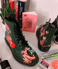 Painted Shoes, Doc Martens, Custom Shoes, Style Inspiration, Style Ideas, Me Too Shoes, Combat Boots, Iphone Cases, Sneakers