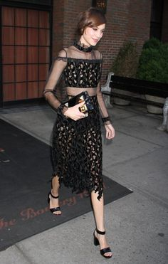 Alexa Chung Photos Photos: Celebs Head to the Met Gala in NYC Alexa Chung Style, Tokyo Fashion, Women's Fashion, Looks Chic, Victoria Dress, Celebrity Look, Party Looks, Sheer Dress, Fashion Stylist