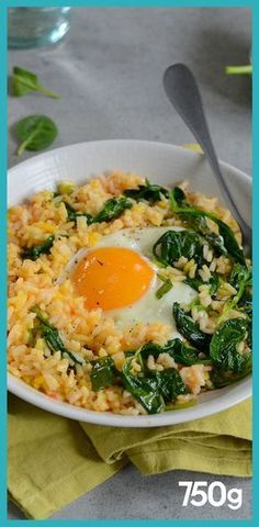 Riz sauté aux épinards et oeuf vegetarisch lifestyle recipes grillen rezepte rezepte schnell Vegetarian Gnocchi Recipes, Vegetarian Fried Rice, Rice Recipes, Veggie Recipes, Cooking Recipes, Noodle Recipes, Arroz Frito, Healthy Snacks, Healthy Recipes