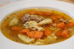 Kacsa becsinált leves     Uncsi már a csirkéből készült leves? Jó lenne egy kicsit karakteresebb íz, ami mégis könnyen elkészíthető? Itt a megoldás.  ... Hungarian Recipes, Goulash, My Recipes, Thai Red Curry, Food And Drink, Soup, Homemade, Ethnic Recipes, Gastronomia