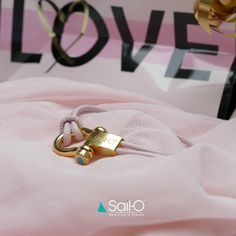 """Mi piace"": 53, commenti: 2 - Sail-O® Official (@sailomemorablepieces) su Instagram: ""Valentine's Day is approaching! A Sail-O for her. Sail-O Sunshine in pink leather. Online shop…"""