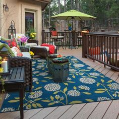 Porche Shabby Chic, Indoor Outdoor Area Rugs, Outdoor Decor, Outdoor Living, Outdoor Spaces, Outdoor Deck Decorating, Outdoor Ideas, Screen Porch Decorating, Deck Decorating Ideas On A Budget