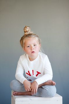 SYVER sweat - Natural white - Logo print. Photo: Therese Fische Kids Wear, Product Launch, Comfy, Studio, Logos, Natural, Sweaters, How To Wear, Collection