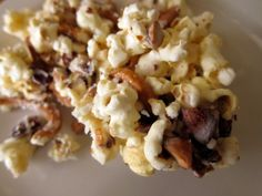 This looks so yummy.  Salted Caramel almond pretzel popcorn... got to figure out how to make it Gluten free