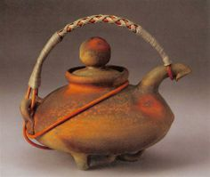 Richard Bresnahan Tanegashima Teapot with Reed Handle Pottery Teapots, Teapots And Cups, Ceramic Teapots, Ceramic Clay, Ceramic Pottery, Tea Art, Chocolate Pots, Tea Bowls, Tea Ceremony