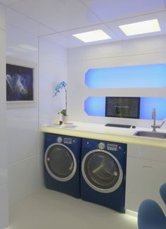 If ever there was something to make me want to do laundry- it would be this laundry room by Stephen Fanuka styled by Thom Filicia.