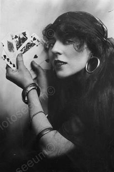 Reprint Of Old Photo Florence Lee Fortune Teller Poses! Reprint Of Old Photo Here is a neat collectible of Florence Lee, a vintage fortune tell Vintage Gypsy, Look Vintage, Vintage Circus, Vintage Carnival, Vintage Woman, Vintage Images, Gypsy Fortune Teller, Inspiration Artistique, Gypsy Life