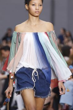 Chlo� Spring 2016 Ready-to-Wear Fashion Show Details