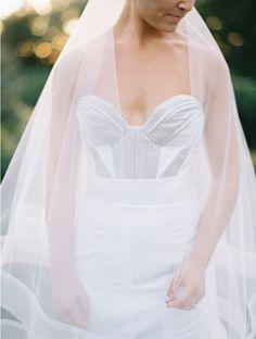 Gown: Carol Hannah Alliette Bodice and La Reine Skirt, veil: Horsehair Veil | Photography: Erich McVey