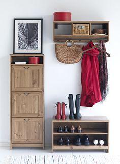 Nejprodávanější botník v Ikea je Grevbäck s výklopným mechanismem úložných prostorů. Botník můžete kombinovat se stoličkou na sezení. Botník Grevbäck 1990 Kč, lavička Grevbäck 1290 Kč; Ikea