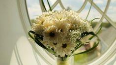 Ten examples of beautiful in-season wedding flowers for early summer weddings.