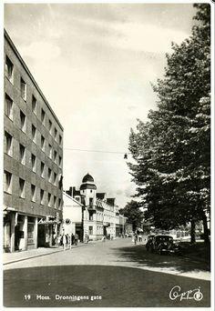 Østfold fylke Moss. Biler i Dronningens gate. Bl.a.Citroen. Stemplet 1953. Utg Oppi
