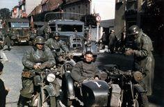 German original caption Beiwagen-Krad mit Besatzung in Ruhestellung. German bickers at a roadblock.