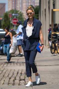 From Margot Robbie and Karlie Kloss to Lily Aldrige and Cara Delevingne, we take a look back at the best dressed celebrities spotted out-and-about across the globe this week. Margot Robbie, Lily Aldridge, Karlie Kloss, Style Olivia Palermo, Look Street Style, Street Styles, Gucci, Inspiration Mode, Gym Style