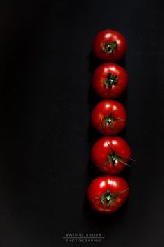 Dark Food Photography, Creative Photography, Photo Fruit, Food Web Design, Atomic Decor, Vegetables Photography, Fruit Packaging, Food Backgrounds, Green Life