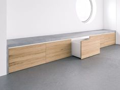 Concrete bench Covo with integrated storage space for the hallway and living area Infos .- Beton Sitzbank Covo mit integriertem Stauraum für den Flur- & Wohnbereich Infos… Concrete bench Covo with integrated storage space for … - Living Room Seating, Living Area, Wall Seating, Bedroom Seating, Banquette Seating, Window Benches, Window Seats, Stairs Window, Balcony Window