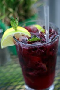 Here is a delicious cocktail with a deep dark purple color that almost mimics the midnight sky. Midnight Mojito  Ingredients Bunch mint leaves 12 fresh blackberries 1 teaspoon sugar 3 oz White Rum …