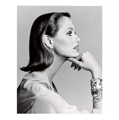 Large Lauren Hutton dibond print is of a portrait of the American Vogue model Lauren Hutton . The stunning large monochrome photographic print was shot in 1975 by renowned photographer Francesco Scavullo. This artwork will add a vintage yet glamorous Francesco Scavullo, Lauren Hutton, Lauren Bacall, Natalia Vodianova, Top Models, Heidi Klum, Timeless Beauty, Classic Beauty, Dermaroller