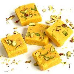 Il barfi o i barfi sono dei dolcetti indiani di cui esistono tante varianti e tante ricette, noi ve ne proponiamo una variante semplice da fare in Italia e golosa.