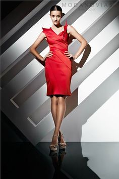 Vestido de fiesta W1208 de satin en color rojo carmesí #modanovias #novias #vestidosdenovia #boda Más fotos en: http://www.modanovias.es/vestidos-fiesta/w1208.html